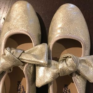 OshKosh Ribbon Ballet Shoe Gold toddler Girls 8